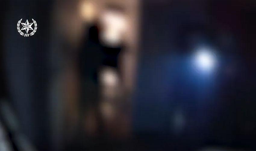 תיעוד מתוך סרטון המשטרה של המסיבה בדירה במרכז העיר בניגוד להנחיות הקורונה (צילום: דוברות המשטרה)