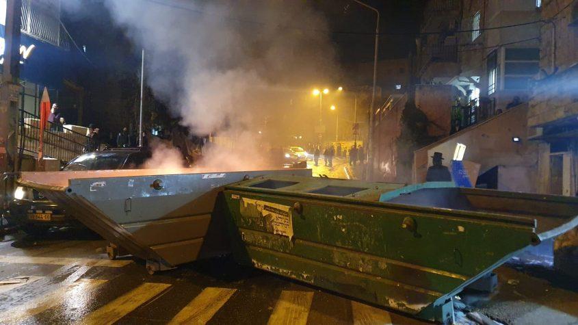 התפרעויות החרדים במאה שערים, הלילה (צילום: דוברות המשטרה)