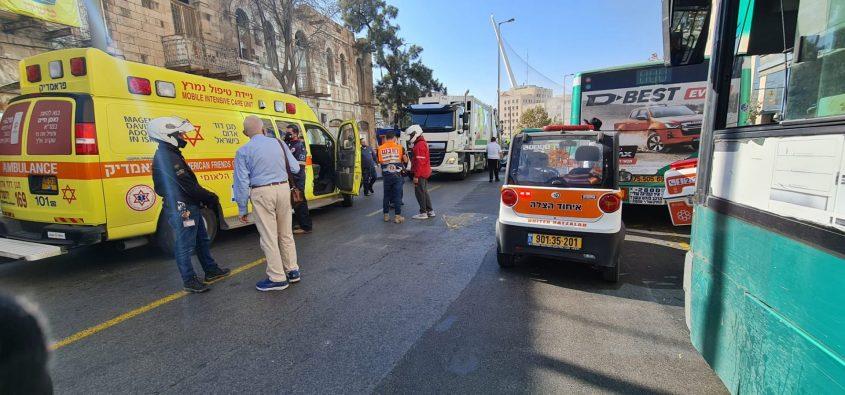 זירת התאונה סמוך לתחנה המרכזית בירושלים (צילום: דוברות איחוד הצלה)
