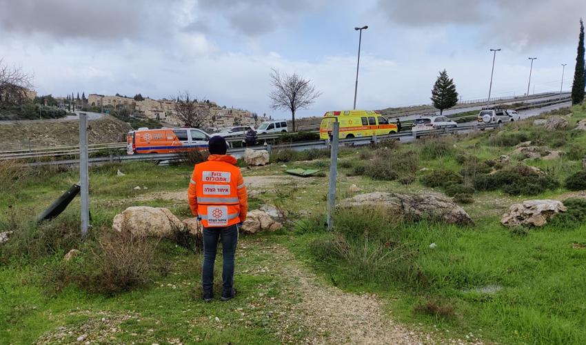 הזירה שבה נמצאה הגופה מתחת לגשר עוזי נרקיס (צילום: פרטי)