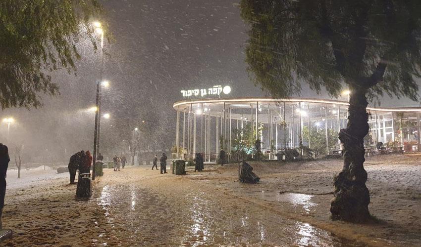 שלג בגן סאקר (צילום: דוברות העירייה)