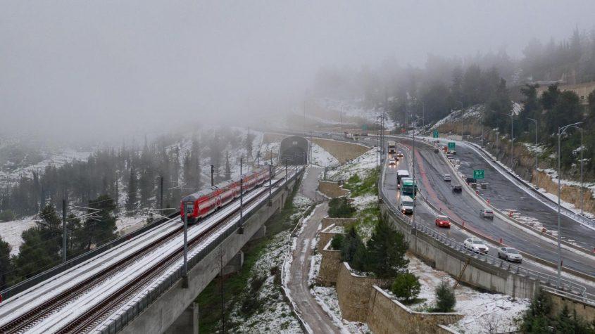 """הרכבת המהירה ירושלים-ת""""א, שלג בירושלים 2021 (צילום: שבתאי טל cloudview)"""