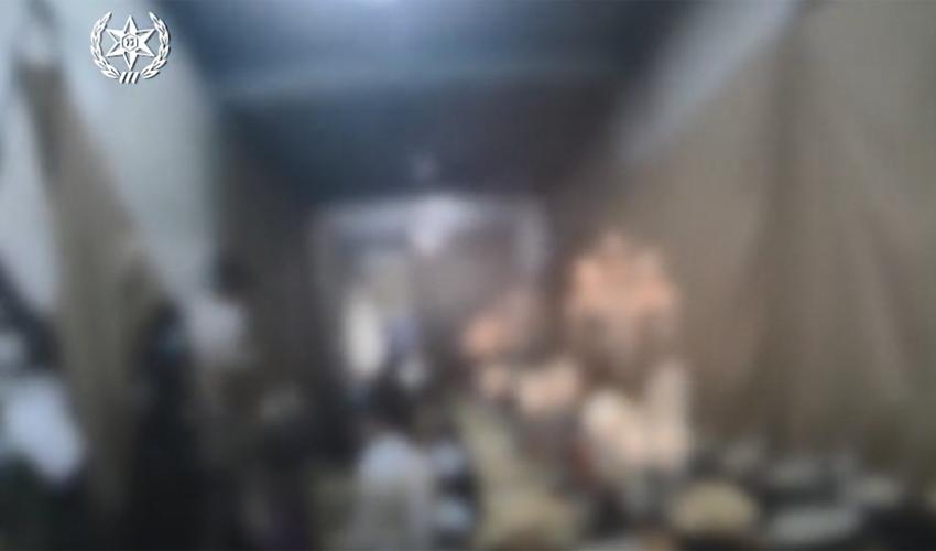 תיעוד המשטרה מתוך החתונה אמש בעטרות, שהתקיימה בניגוד להנחיות הקורונה (צילום: דוברות המשטרה)