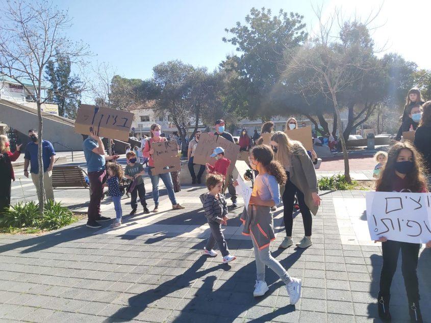 הפגנת הורים ותלמידים בבית הכרם נגד סגירת מוסדות החינוך (צילום: פרטי)
