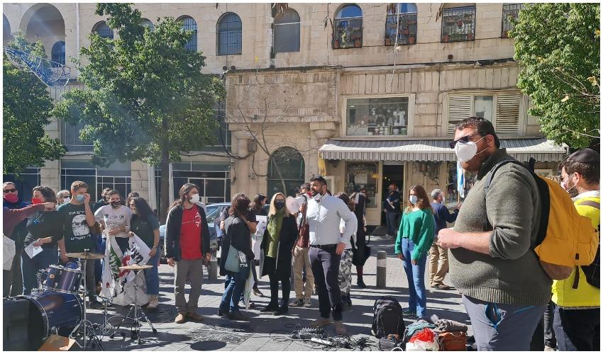 הפגנת הירוקים מול משרדי הועדה המחוזית (צילום: יפית שמואלי)