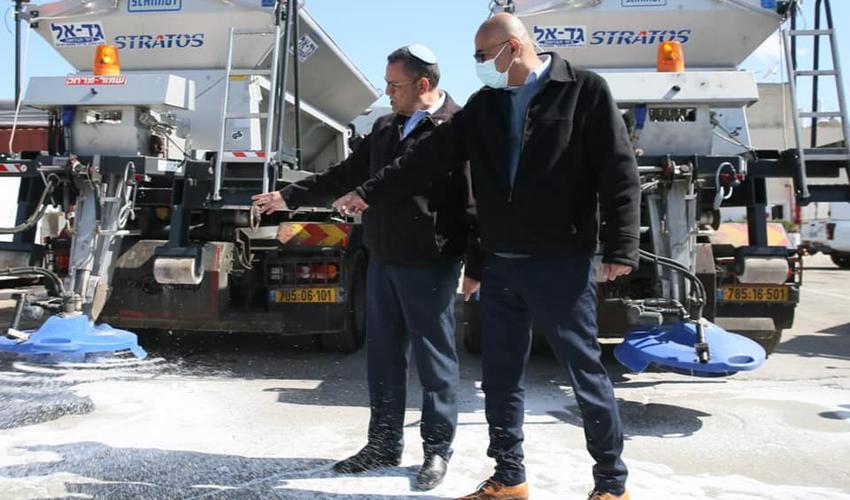 """מנכ""""ל עיריית ירושלים איציק לארי וראש העיר משה ליאון (צילום: ארנון בוסאני)"""