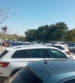 רחבת החניה הצמודה לגבעת התורמוסים (צילום: מתוך מכתב הפנייה של המינהל הקהילתי לעיריית ירושלים)