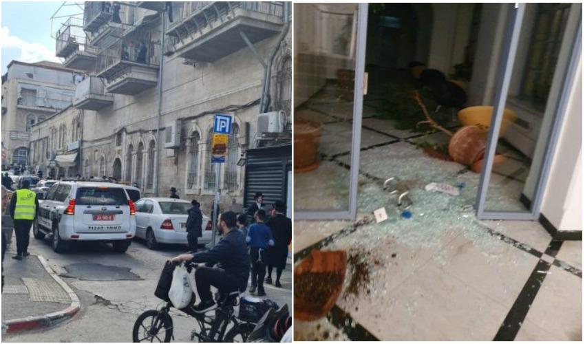 הונדליזם בבניין עיריית ירושלים אמש, כוחות המשטרה במאה שערים היום (צילומים: דוברות המשטרה, ד. ש. מחאות החרדים הקיצוניים)