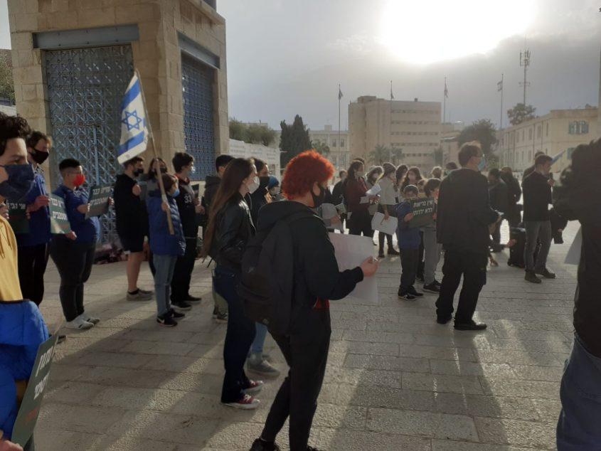 """""""אני לא ריבוע"""": הפגנת התלמידים וההורים בירושלים למען חזרתם של תלמידי ז'-י'לבתי הספר"""