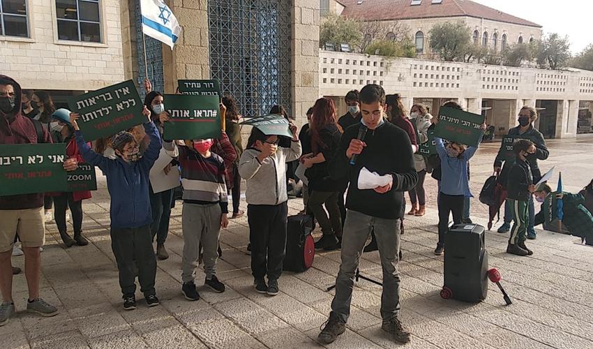 הפגנת ההורים והתלמידים בכיכר ספרא (צילום: ליאת אושרי)