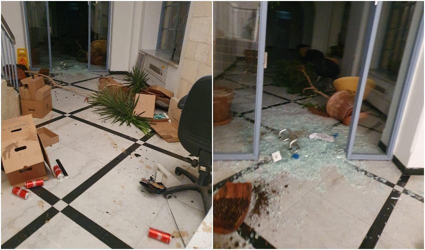 הנזק שנגרם לחדרים בבניין עיריית ירושלים - החשודים חרדים קיצוניים (צילומים: דוברות המשטרה)