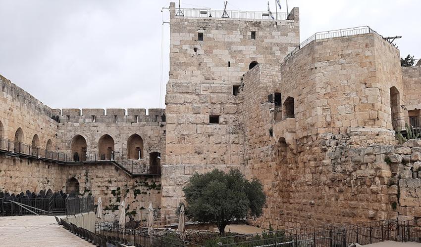 מגדל דוד וחלק ממצודת פצאל (צילום: אדם אקרמן)