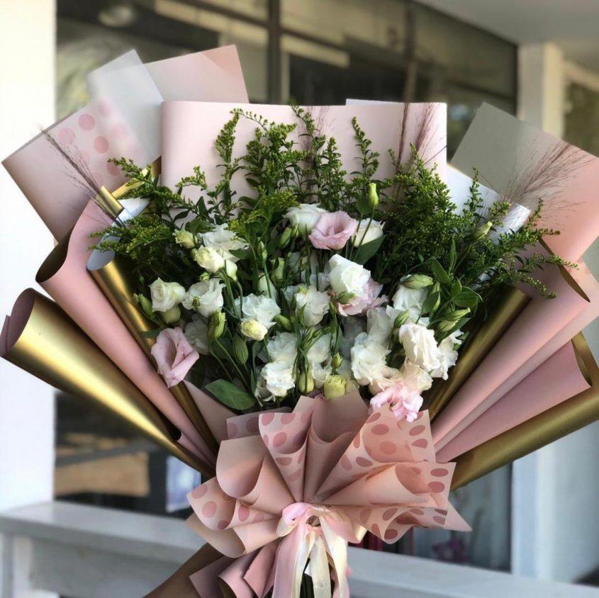 זרי פרחים אלגנטיים (צילום: אלון אוחנה)