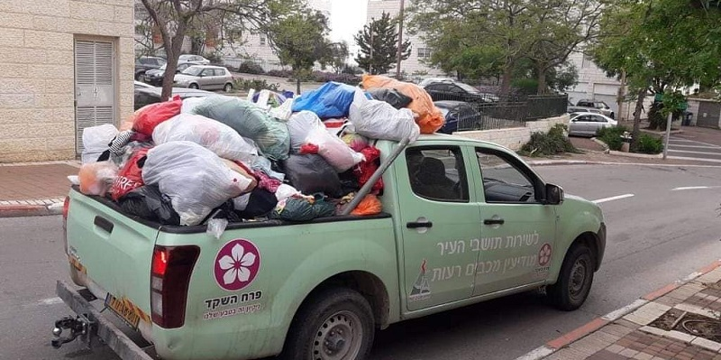 נערכים לניקיון פסח (צילום: דוברות עיריית מודיעין)