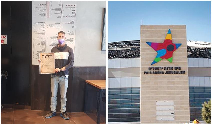 ארנה, זכיין רשת בתי הקפה ארומה נתן שדה במתחם עם תעודת הכשרות של ארגון צהר (צילום: שרית כהן, פרטי)
