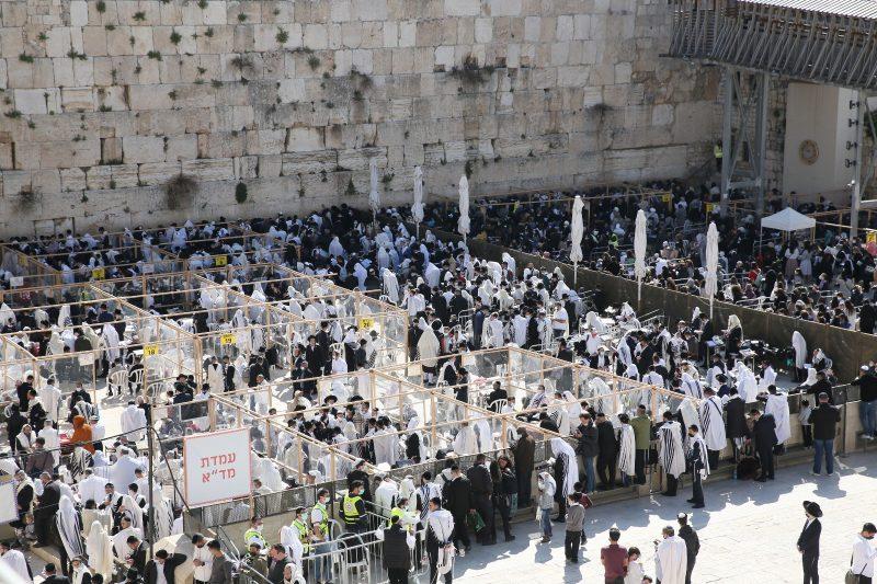 ברכת הכהנים בכותל המערבי: אלפי מתפללים השתתפו באירוע