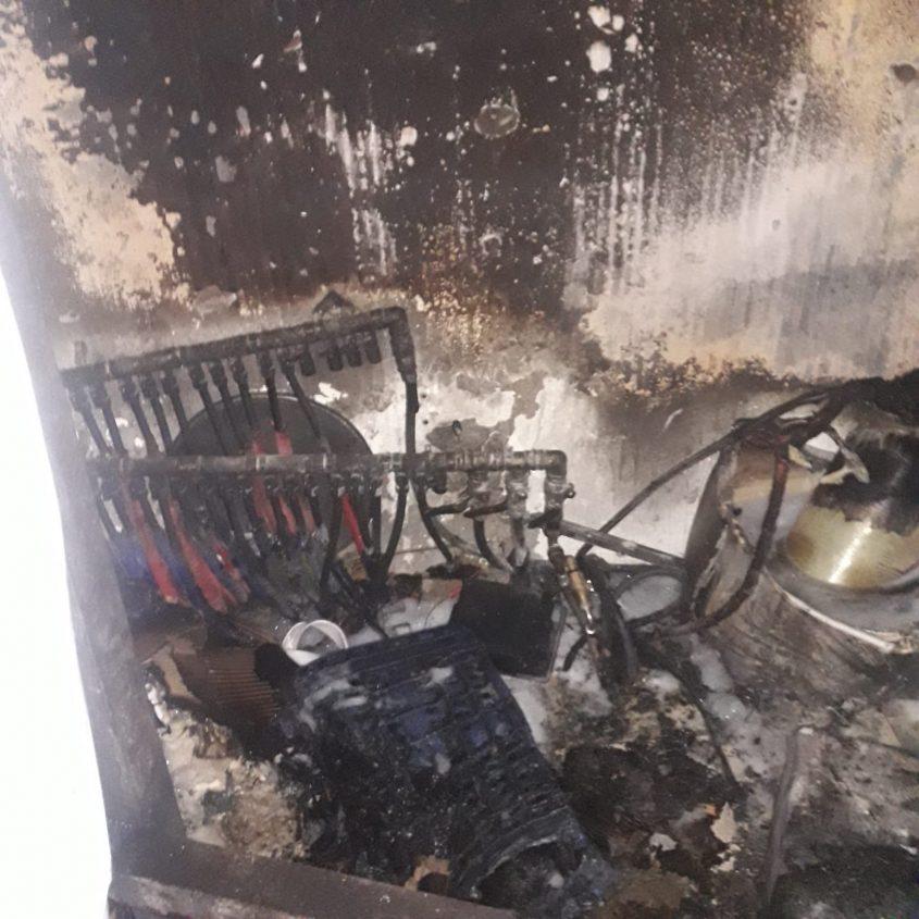 """השריפה במחסן סמוך למסעדת """"המוציא"""" ברחוב יפו, הערב (צילום: כבאות והצלה ירושלים)"""