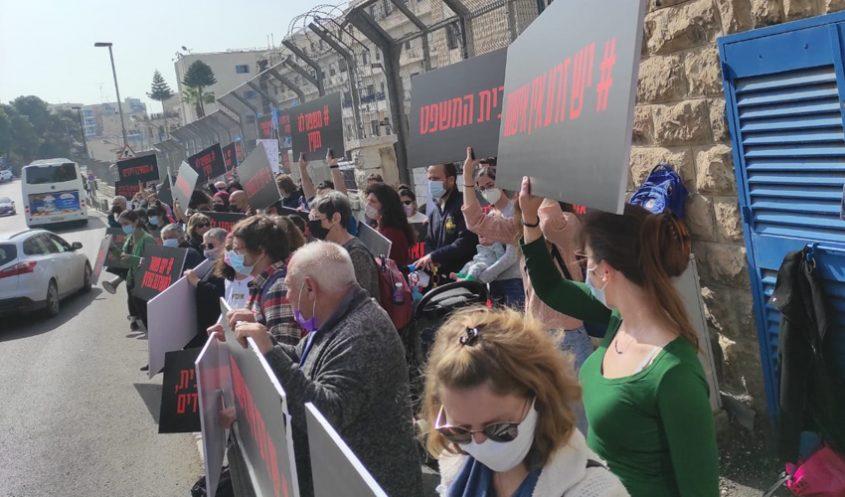 ההפגנה מחוץ לבית המשפט המחוזי בירושלים נגד אי הרשעת צעיר באונס ילדה בת 4.5 (צילום: דוב מורל)