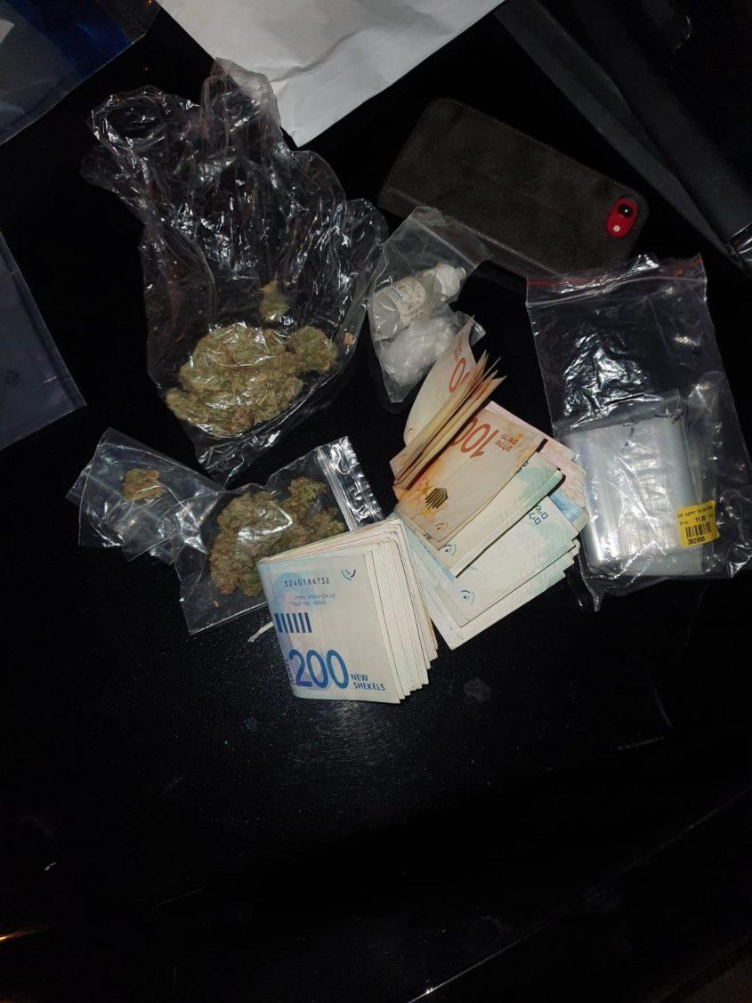 מתוך פעילות המשטרה שחשפה סחר בסמים מסוכנים (צילום: דוברות המשטרה)