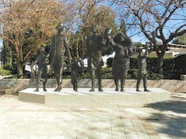 פסל 'הגירוש' (הדמיה: מתוך מצגת שהוצגה בעירייה)