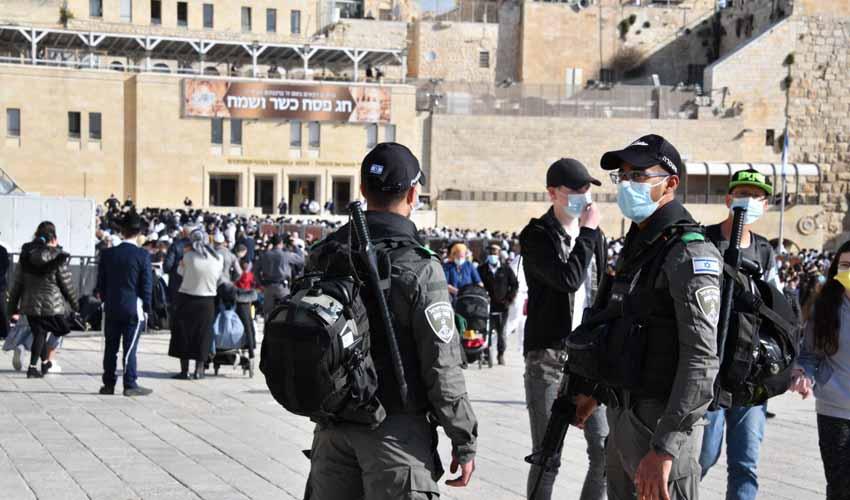 כוחות המשטרה בעיר העתיקה בירושלים בעת ברכבת הכהנים בחג הפסח 2021 (צילום: דוברות המשטרה)