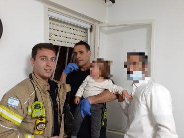 הפעוט לאחר החילוץ (צילום: דוברות כבאות והצלה ירושלים)