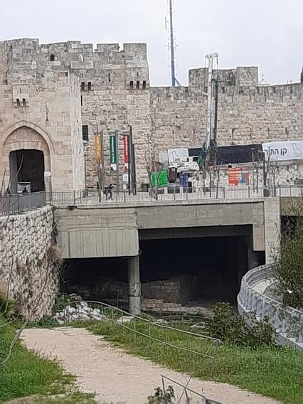 מגדל דוד - שרידים ביזנטיים מתחת לגשר, שיהפכו לחלק מהמוזיאון (צילום: אדם אקרמן)