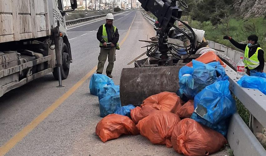 פינוי ערימות אשפה בירושלים (צילום: דוברות עיריית ירושלים)