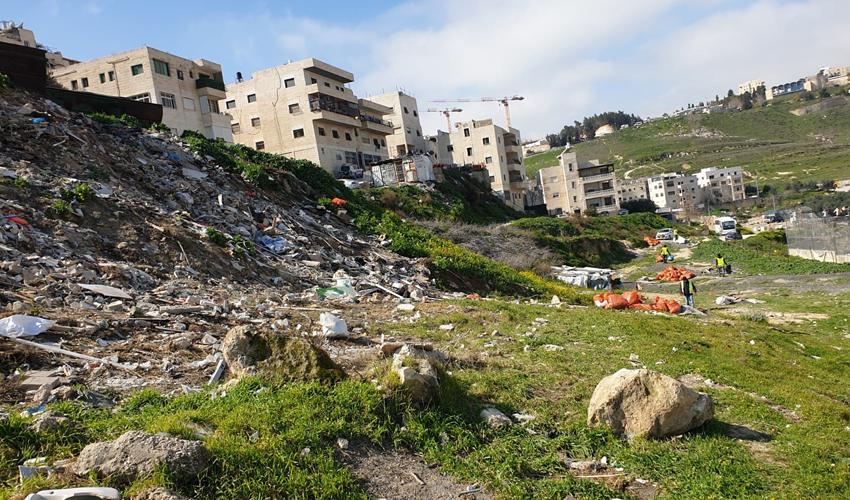 מבצע הניקיון בעיסאוויה (צילום: אגף התברואה בעיריית ירושלים)