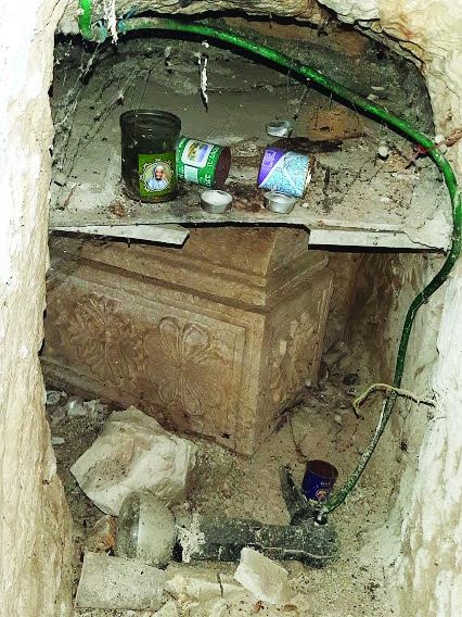 ארון הקבורה של אבה הכהן (צילום: אדם אקרמן)