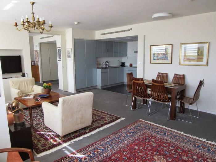 דירה לדוגמא בדיור מוגן נופי ירושלים (צילום: גל בן זאב)