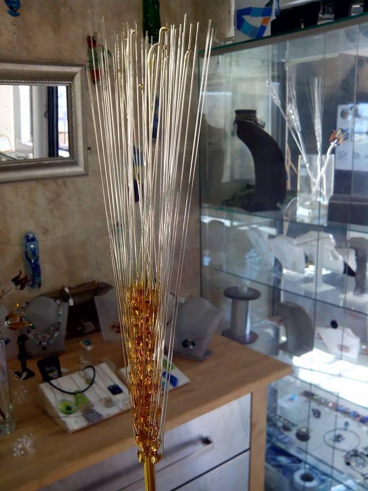 רונית יקותיאלי מתמחה בטכניקות רבות של זכוכית (צילום: בוגי סוקול)