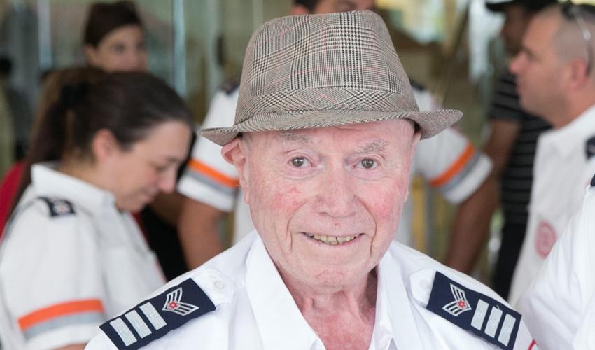 """זקן מתנדבי מד""""א מוטקה ויזל, ניצול השואה (צילום: יחזקאל איטקין)"""