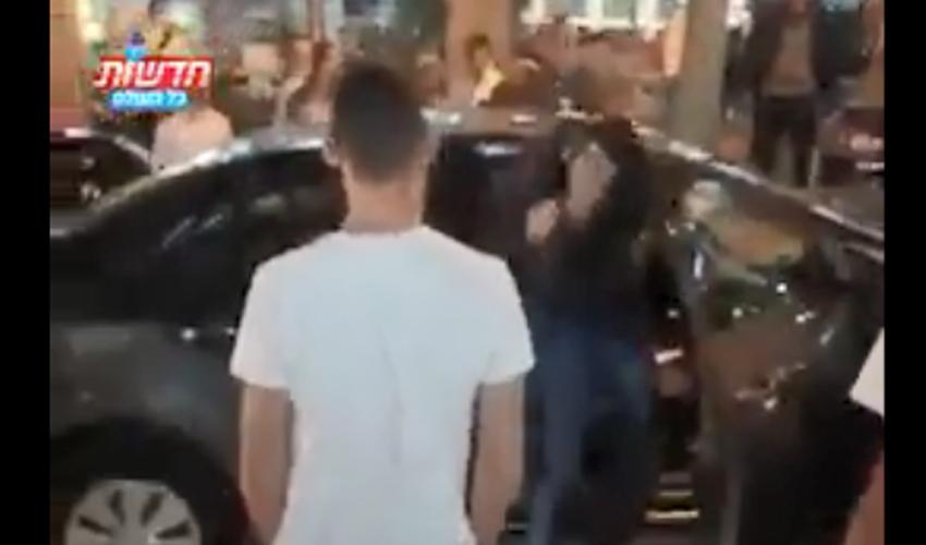 מתוך תיעוד תקיפת הנוסעים הערבים במרכז העיר (צילום: איתמר כהן, חדשות כל העולם)