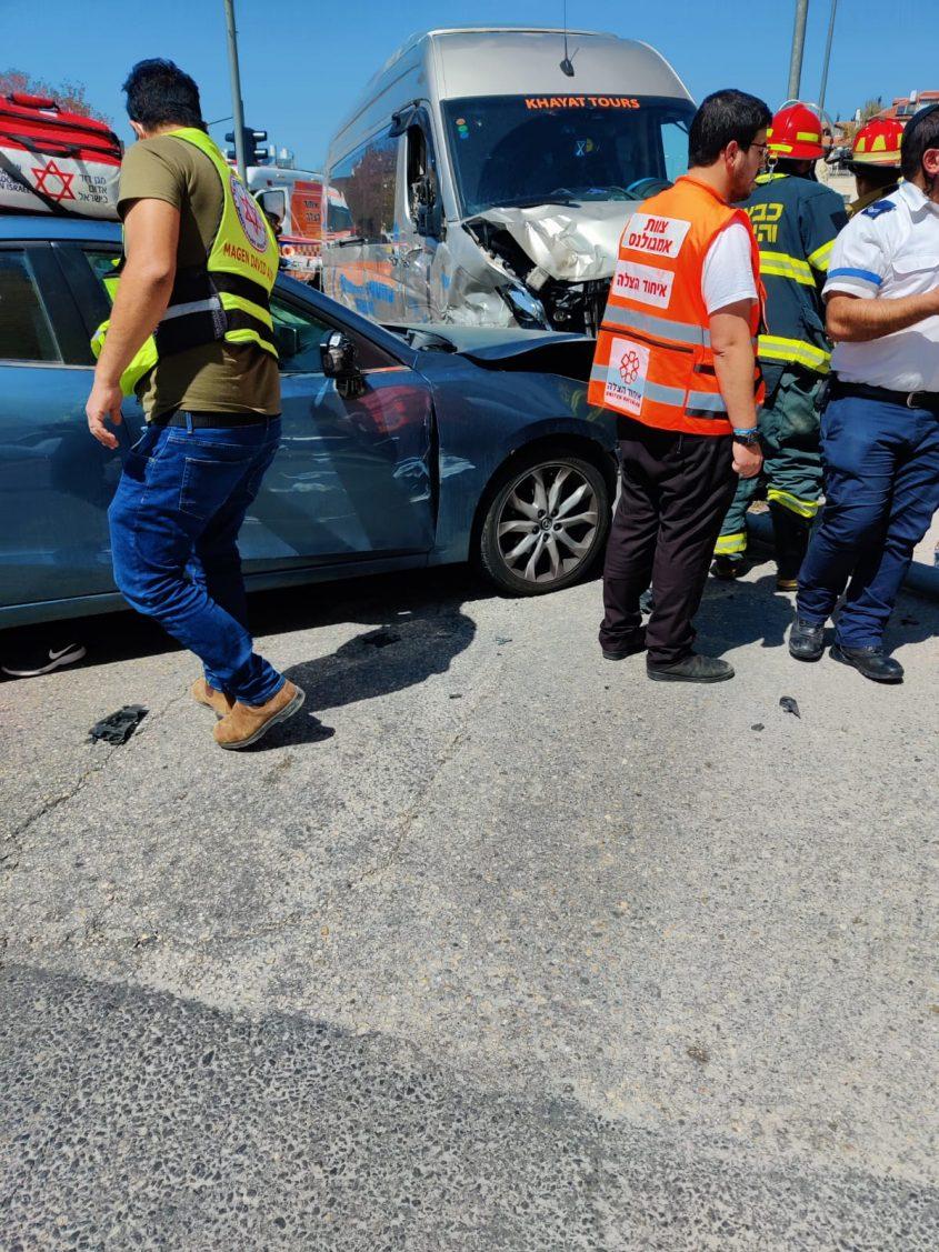 זירת התאונה ברחוב דרך חברון (צילום: תיעוד מבצעי איחוד הצלה)