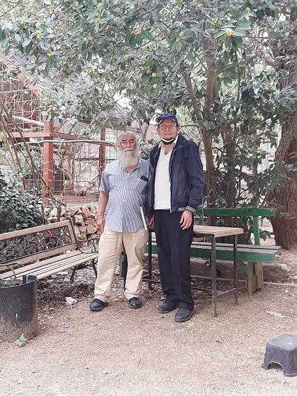 (מימין) אדם אקרמן ופפה אללו במוזיאון הטבע (צילום: באדיבות אדם אקרמן)