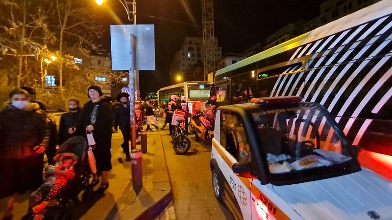 זירת התאונה ברחוב מלכי ישראל (צילום: דוברות איחוד הצלה)