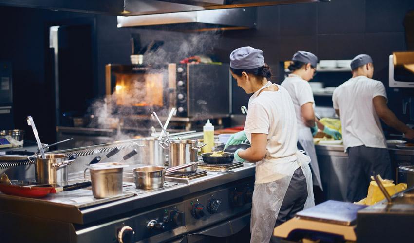 עיריית ירושלים בקמפיין להחזרת עסקי המסעדנות לשגרת עבודה מלאה (צילום: Shutterstock.com izik MD)