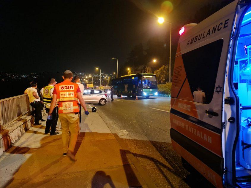 זירת התאונה בכביש בגין (צילום: דוברות איחוד הצלה ירושלים)