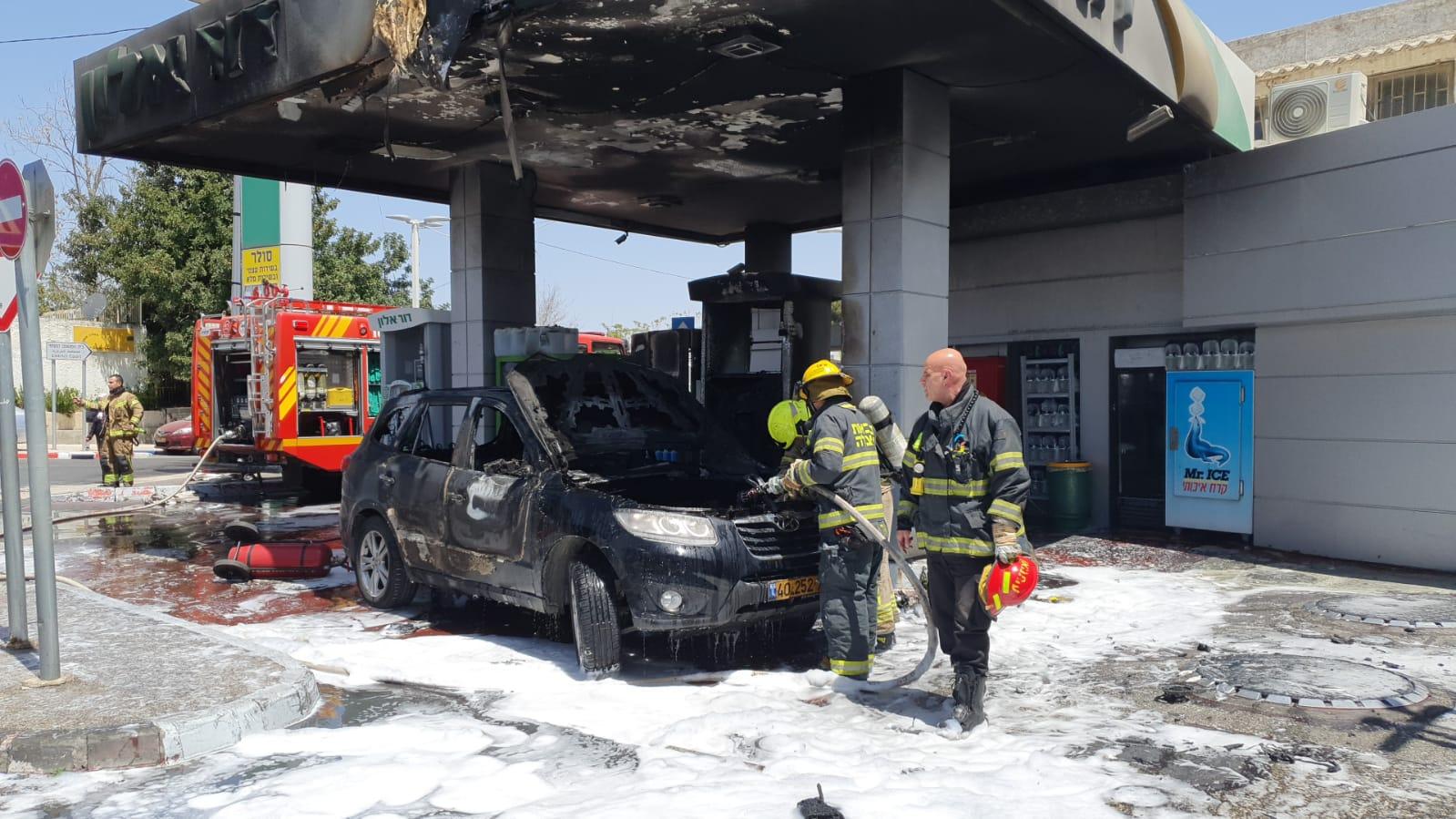 זירת השריפה בתחנת הדלק (צילום: כבאות והצלה ירושלים)