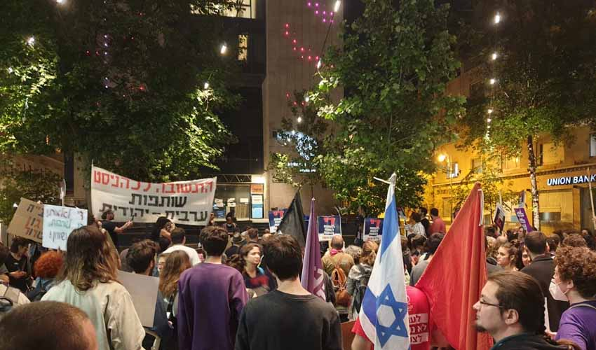 ההפגנה הערב בכיכר ציון (צילום: שלום עכשיו)