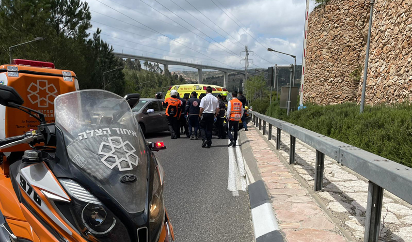 זירת התאונה בכניסה למנהרת הארזים (צילום: דוברות איחוד הצלה)