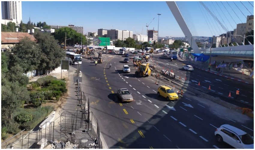 עבודות בכניסה לעיר (צילום: שלומי הלר)