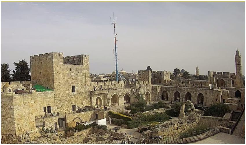 תורן האנטנה בתחנת הקישלה הסמוכה למוזיאון מגדל דוד (צילום: פרטי)