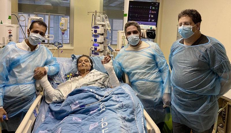 ד״ר עודד ארזי, ד״ר אשרף אמם, המושתלת חד׳רה שלבי וד״ר עבד חלאילה (צילום: הדסה עין כרם)