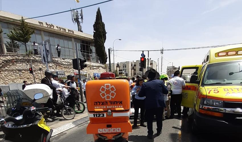 זירת התאונה שבה נפגע הולך הרגל (צילום: דוברות איחוד הצלה)