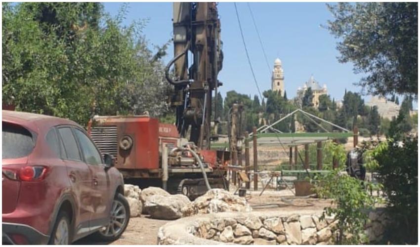 """בדיקת """"כל העיר"""": ממצאים ארכיאולוגיים נפגעו בקידוחי הניסיון של מיזם הרכבל לכותל"""