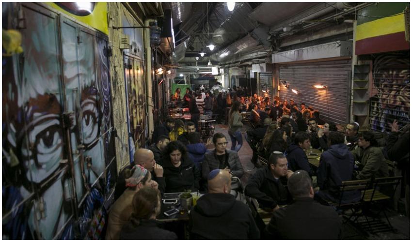 מתחם הבילויים בשוק מחנה יהודה. לעסקים ולאנשים בתמונה אין קשר לנכתב בידיעה (צילום: אוליבייה פיטוסי)