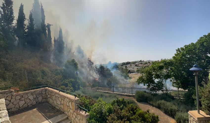 השריפה סמוך למבשרת ציון (צילום: איחוד הצלה, מבשרת והסביבה)