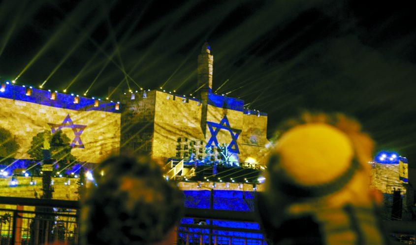 המופע על חומות העיר העתיקה ביום ירושלים ה-50 (צילום: אוליבייה פיטוסי)